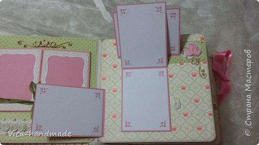 Привет!!! У меня сегодня альбом для моей маленькой принцессы, для фотографии с 2-х лет и сколько поместятся... Мягкая тканевая обложка, обтянутая американским хлопком. Размер альбома: 26*26, корешок 13,5см. Переплет - Светланы Ковтун. Состоит из 12 листов (11 разворотов). Использовала бумагу DCWV - Preppy Princess Stack. Шикарная  бумага. Давно у меня лежит, ждала своего часа... Из украшений - ленты, кружевные розочки, чипборд, стразы, много вырубки... Так же использовала горячий эмбросинг. На каждой развороте раскладушки для фотографий а также открывающиеся странички. Альбом вмещает 190 фото. Обязательный атрибут - коробка для хранения. Фото будет много... фото 27