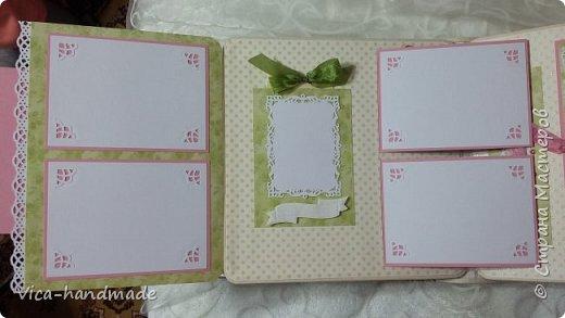 Привет!!! У меня сегодня альбом для моей маленькой принцессы, для фотографии с 2-х лет и сколько поместятся... Мягкая тканевая обложка, обтянутая американским хлопком. Размер альбома: 26*26, корешок 13,5см. Переплет - Светланы Ковтун. Состоит из 12 листов (11 разворотов). Использовала бумагу DCWV - Preppy Princess Stack. Шикарная  бумага. Давно у меня лежит, ждала своего часа... Из украшений - ленты, кружевные розочки, чипборд, стразы, много вырубки... Так же использовала горячий эмбросинг. На каждой развороте раскладушки для фотографий а также открывающиеся странички. Альбом вмещает 190 фото. Обязательный атрибут - коробка для хранения. Фото будет много... фото 38