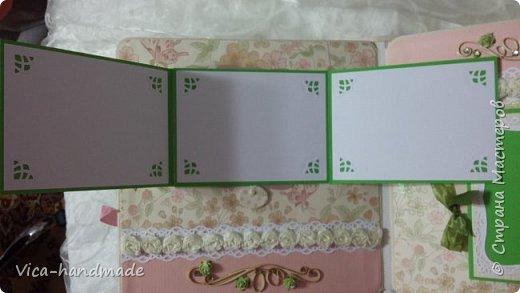 Привет!!! У меня сегодня альбом для моей маленькой принцессы, для фотографии с 2-х лет и сколько поместятся... Мягкая тканевая обложка, обтянутая американским хлопком. Размер альбома: 26*26, корешок 13,5см. Переплет - Светланы Ковтун. Состоит из 12 листов (11 разворотов). Использовала бумагу DCWV - Preppy Princess Stack. Шикарная  бумага. Давно у меня лежит, ждала своего часа... Из украшений - ленты, кружевные розочки, чипборд, стразы, много вырубки... Так же использовала горячий эмбросинг. На каждой развороте раскладушки для фотографий а также открывающиеся странички. Альбом вмещает 190 фото. Обязательный атрибут - коробка для хранения. Фото будет много... фото 45