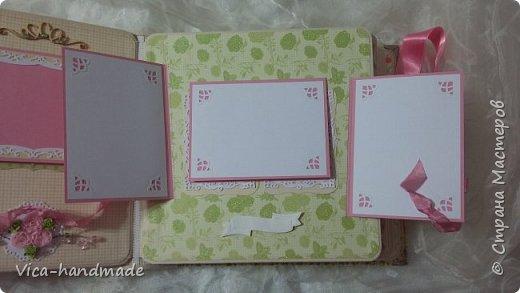 Привет!!! У меня сегодня альбом для моей маленькой принцессы, для фотографии с 2-х лет и сколько поместятся... Мягкая тканевая обложка, обтянутая американским хлопком. Размер альбома: 26*26, корешок 13,5см. Переплет - Светланы Ковтун. Состоит из 12 листов (11 разворотов). Использовала бумагу DCWV - Preppy Princess Stack. Шикарная  бумага. Давно у меня лежит, ждала своего часа... Из украшений - ленты, кружевные розочки, чипборд, стразы, много вырубки... Так же использовала горячий эмбросинг. На каждой развороте раскладушки для фотографий а также открывающиеся странички. Альбом вмещает 190 фото. Обязательный атрибут - коробка для хранения. Фото будет много... фото 56