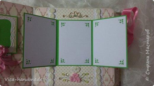 Привет!!! У меня сегодня альбом для моей маленькой принцессы, для фотографии с 2-х лет и сколько поместятся... Мягкая тканевая обложка, обтянутая американским хлопком. Размер альбома: 26*26, корешок 13,5см. Переплет - Светланы Ковтун. Состоит из 12 листов (11 разворотов). Использовала бумагу DCWV - Preppy Princess Stack. Шикарная  бумага. Давно у меня лежит, ждала своего часа... Из украшений - ленты, кружевные розочки, чипборд, стразы, много вырубки... Так же использовала горячий эмбросинг. На каждой развороте раскладушки для фотографий а также открывающиеся странички. Альбом вмещает 190 фото. Обязательный атрибут - коробка для хранения. Фото будет много... фото 64