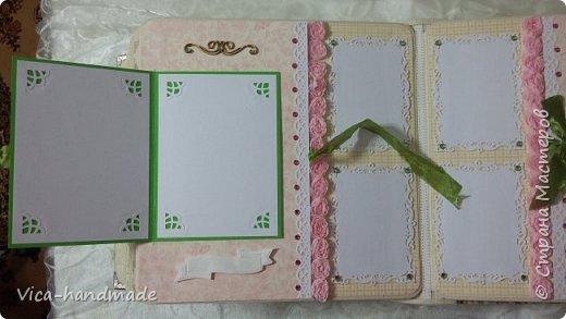 Привет!!! У меня сегодня альбом для моей маленькой принцессы, для фотографии с 2-х лет и сколько поместятся... Мягкая тканевая обложка, обтянутая американским хлопком. Размер альбома: 26*26, корешок 13,5см. Переплет - Светланы Ковтун. Состоит из 12 листов (11 разворотов). Использовала бумагу DCWV - Preppy Princess Stack. Шикарная  бумага. Давно у меня лежит, ждала своего часа... Из украшений - ленты, кружевные розочки, чипборд, стразы, много вырубки... Так же использовала горячий эмбросинг. На каждой развороте раскладушки для фотографий а также открывающиеся странички. Альбом вмещает 190 фото. Обязательный атрибут - коробка для хранения. Фото будет много... фото 67