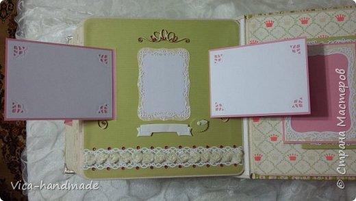 Привет!!! У меня сегодня альбом для моей маленькой принцессы, для фотографии с 2-х лет и сколько поместятся... Мягкая тканевая обложка, обтянутая американским хлопком. Размер альбома: 26*26, корешок 13,5см. Переплет - Светланы Ковтун. Состоит из 12 листов (11 разворотов). Использовала бумагу DCWV - Preppy Princess Stack. Шикарная  бумага. Давно у меня лежит, ждала своего часа... Из украшений - ленты, кружевные розочки, чипборд, стразы, много вырубки... Так же использовала горячий эмбросинг. На каждой развороте раскладушки для фотографий а также открывающиеся странички. Альбом вмещает 190 фото. Обязательный атрибут - коробка для хранения. Фото будет много... фото 78