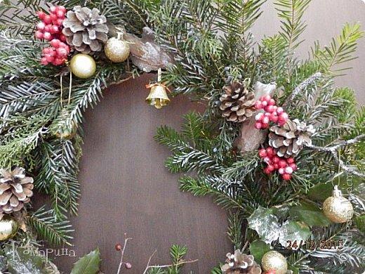 Мои первые рождественские венки. Увидела в магазине подобное и решила сотворить себе и соседям.  фото 6