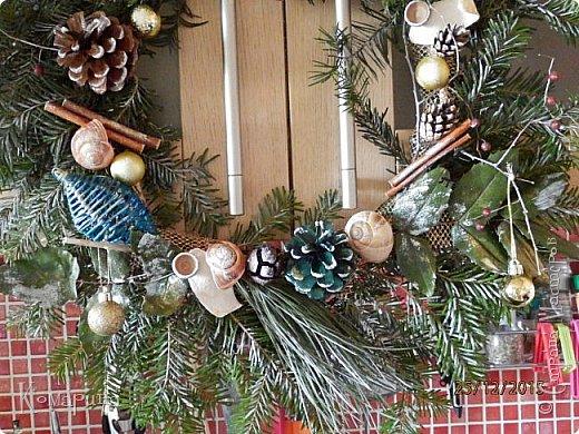 Мои первые рождественские венки. Увидела в магазине подобное и решила сотворить себе и соседям.  фото 2
