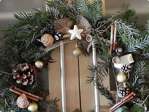 Мои первые рождественские венки. Увидела в магазине подобное и решила сотворить себе и соседям.  фото 3