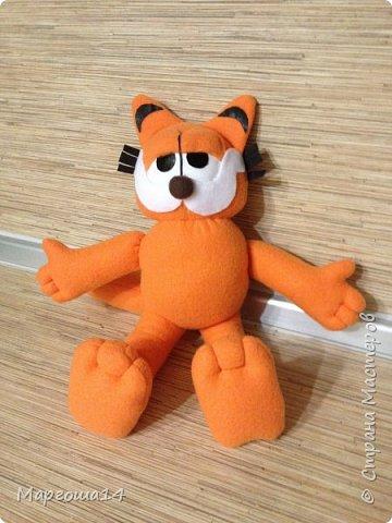 Очередной эксперимент с шитьём игрушки -кота Гарфилда. Внучок обожает  смотреть  и фильм,и мультик про Гарфилда, пришлось бабушке постараться и сшить такую игрушку ))) Рост кота 40 см фото 3