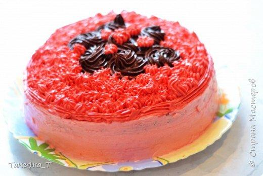 Для украшения торта, вырезала из бумаги надпись, приклеила её на деревянные палочки и покрасила фломастерами.  фото 3