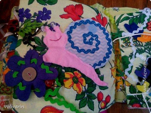 Месяц трудов, и я наконец-то, дошила свою первую мягкую книжку для дочки. Книжку старалась делать игровой, так как сама люблю домики, куколок и тд. Книга посвящена насекомым.  фото 35