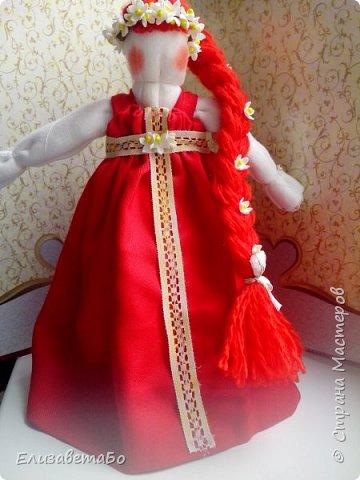 """Кукла  """"Веснянка"""" Вот и пришла пора изготовления """"Веснянки"""" ! В садике ,младшей дочери, воспитатель попросила смастерить куколку. Вот что получилось) Кукла в изготовлении очень проста, и вариантов множество. Можно использовать не только ткань, но и пряжу .Мне потребовалось два отрезка белой хлопчатобумажной ткани (можно использовать не нужную простынь белого цвета), нитки в тон, пряжа (для косы), ткань для платья, немного фантазии и вот кукла готова!)  Удачи вам мастерицы в изготовлении """"Веснянки""""!"""