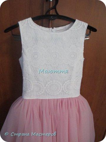 Последнее время везет мне на заказы платьев для девочек. А я это очень люблю - это же сама Красота и Нежность!  Первое платье на 5илетнюю девочку, сшито из хлопка, с верхней юбкой из мягкого нейлонового фатина, отделанного эластичным кружевом. фото 5