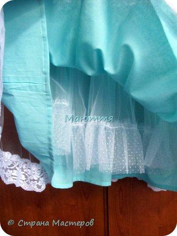Последнее время везет мне на заказы платьев для девочек. А я это очень люблю - это же сама Красота и Нежность!  Первое платье на 5илетнюю девочку, сшито из хлопка, с верхней юбкой из мягкого нейлонового фатина, отделанного эластичным кружевом. фото 3
