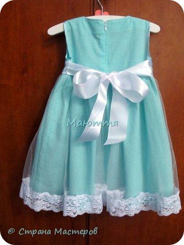 Последнее время везет мне на заказы платьев для девочек. А я это очень люблю - это же сама Красота и Нежность!  Первое платье на 5илетнюю девочку, сшито из хлопка, с верхней юбкой из мягкого нейлонового фатина, отделанного эластичным кружевом. фото 2