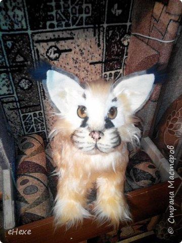 Вот такой рысёныш получился... Напугала им 5-месячного котёнка - посадила рысёнка перед ним и мяукнула ))) котёнок зашипел и со страху пролетел с дивана на стол и на подоконник, сшибая всё на своём пути :)  Рысёнок большой от носа до попы 47см, в высоту около 40. фото 2