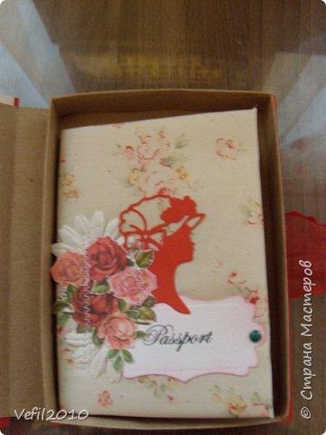 Обложка на паспорт, а рядом коробочка для него фото 4