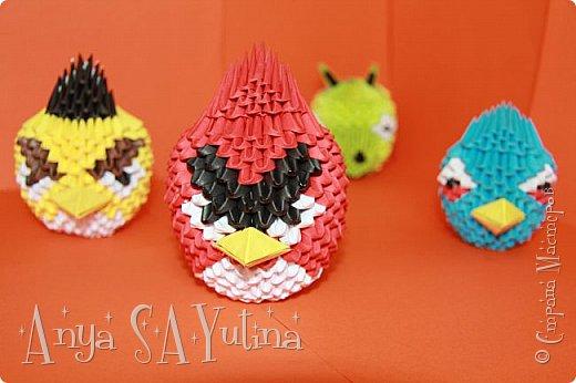 Привет) Angry Birds-одна из самых популярных игр в мире. В ней есть много разных и всем знакомых персонажей: это и птицы, и их враги свиньи. В этом мастер классе я расскажу и покажу вам, как сделать красную птичку техникой модульное оригами. Как сделать голубую птицу техникой модульное оригами: http://stranamasterov.ru/node/976372 Как сделать зелёную свинью техникой модульное оригами: http://goo.gl/jiu2KO Жёлтая птица: http://stranamasterov.ru/node/981599 фото 2