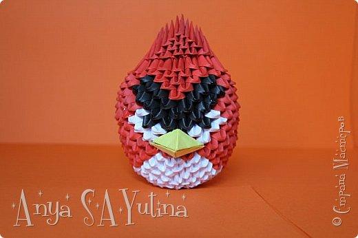 Привет) Angry Birds-одна из самых популярных игр в мире. В ней есть много разных и всем знакомых персонажей: это и птицы, и их враги свиньи. В этом мастер классе я расскажу и покажу вам, как сделать красную птичку техникой модульное оригами. Как сделать голубую птицу техникой модульное оригами: http://stranamasterov.ru/node/976372 Как сделать зелёную свинью техникой модульное оригами: http://goo.gl/jiu2KO Жёлтая птица: http://stranamasterov.ru/node/981599 фото 1