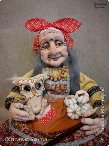 """А вот и ещё одна Бабулечка-Ягулечка, выполненная в технике """"скульптурный текстиль"""". Основной материал: проволочный каркас, синтепон, капрон, шерсть для валяния. Рост: 36 см фото 3"""
