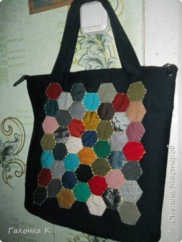 Эта сумка вышита полосками от трикотажных футболок. Технику подсмотрела у одной мастерицы в Стране Мастеров.((((к сожалению, не могу сделать ссылку, её профиль Nata Larson))) фото 10