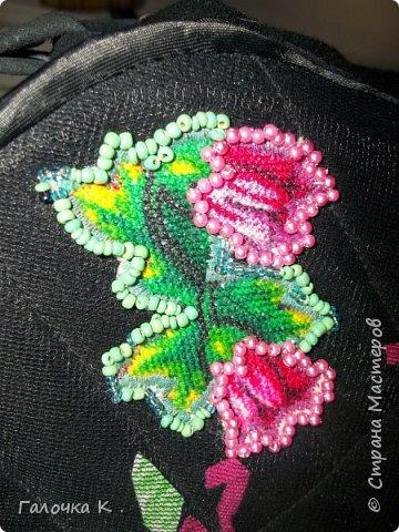 Эта сумка вышита полосками от трикотажных футболок. Технику подсмотрела у одной мастерицы в Стране Мастеров.((((к сожалению, не могу сделать ссылку, её профиль Nata Larson))) фото 4