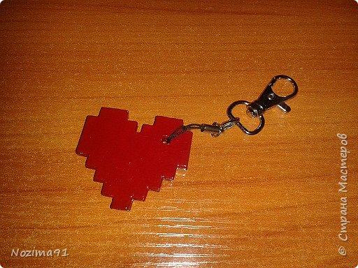 Сделала такой брелочек в виде сердца, источник ( http://stranamasterov.ru/node/1000941?c=favorite )  фото 1