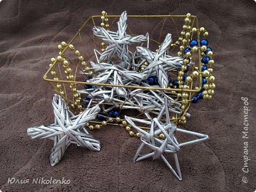 Звезды могут стать украшением Новогодней елки или их можно использовать в качестве декора интерьера. Работа выполнена в технике плетения из бумажной лозы. фото 2