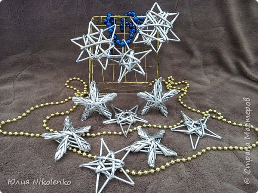 Звезды могут стать украшением Новогодней елки или их можно использовать в качестве декора интерьера. Работа выполнена в технике плетения из бумажной лозы. фото 3