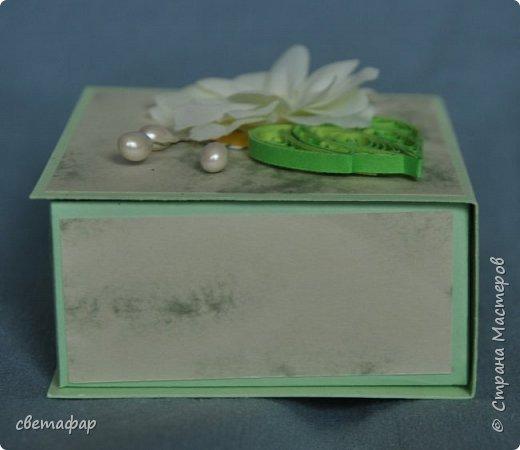 Коробочка 1.  Цветок -   попытка сделать гардению по МК Светы Беловой .Спасибо ей большое. Бумага коробочки - обои. фото 4