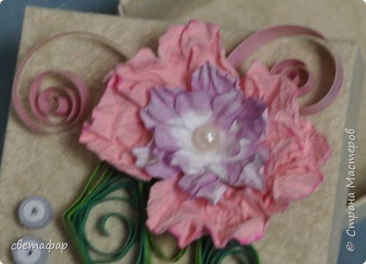 Коробочка 1.  Цветок -   попытка сделать гардению по МК Светы Беловой .Спасибо ей большое. Бумага коробочки - обои. фото 2