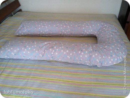 Одна знакомая девочка попросила сшить ей подушку. Такое я еще не шила, поэтому для приобретения опыта согласилась. Заказала она большущую, 1,5 м длиной, 1 м шириной. фото 6