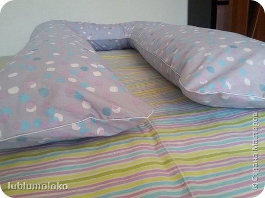 Одна знакомая девочка попросила сшить ей подушку. Такое я еще не шила, поэтому для приобретения опыта согласилась. Заказала она большущую, 1,5 м длиной, 1 м шириной. фото 5