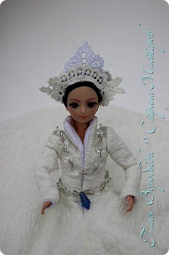 В далеком-далеком снежном королевстве жила холодная,надменная, снежная королева. фото 2