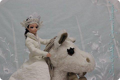 В далеком-далеком снежном королевстве жила холодная,надменная, снежная королева. фото 5