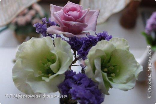 Всем привет!Поступил заказ на двух-уровневую композицию.Основные цветы:розы и эустомы.Остальное мелочевка.Вот решила отснять,пока они на одном уровне)))Это не все,которые будут,но одни из первых)) фото 9