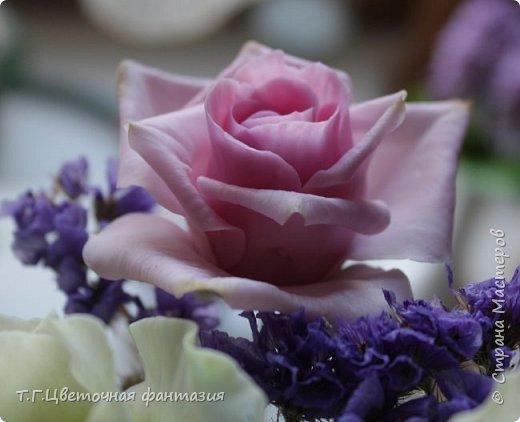 Всем привет!Поступил заказ на двух-уровневую композицию.Основные цветы:розы и эустомы.Остальное мелочевка.Вот решила отснять,пока они на одном уровне)))Это не все,которые будут,но одни из первых)) фото 8