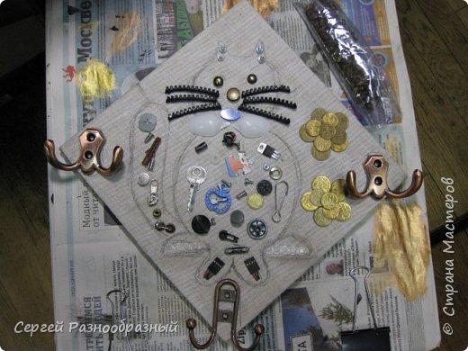 Сделал на новый год подарок, подсмотренного кота http://stranamasterov.ru/node/739863?c=favorite из простой картинки решил сделать ключницу, думаю получилось фото 2