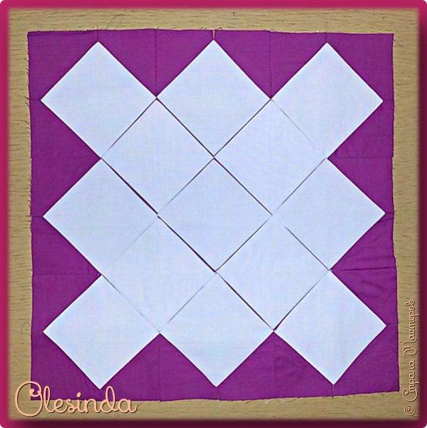 Здравствуйте! Многие мастерицы лоскутного шитья знакомы с техникой пэчворк «Кафедральные окна» или, как ее еще называют, «Витражные окна», «Домский витраж», «Готические окна», «Церковные окна» и «Магический квадрат». Также как и названий, существует несколько способов создания такого блока. В этом мастер-классе я покажу 5 из них.  (Все приведенные ниже приемы придуманы не мной, я лишь собрала их для вас в одном посте.) фото 61