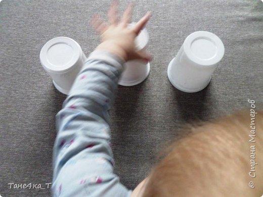 """Самая простая игра из подручных материалов для ребенка это """"Наперстки"""". фото 3"""