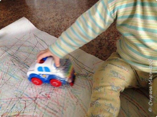В ручках держать карандашики ещё не умеем, а вот так порисовать одно удовольствие. фото 4