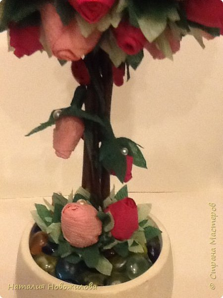 """Вот и у меня """"родился"""" топиарий из бутонов роз, давно мечтала о нем, наконец появился благородный повод - 70-ти летний юбилей моей первой учительницы. Спасибо огромное за МК marina_flora http://stranamasterov.ru/node/173296?c=favorite фото 4"""