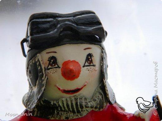 Вот такой у меня получился задорный снеговик-лыжник) Основа фигурки - лампочка. фото 7
