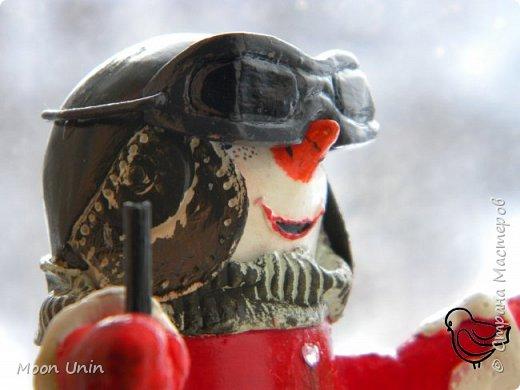 Вот такой у меня получился задорный снеговик-лыжник) Основа фигурки - лампочка. фото 8
