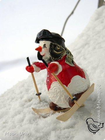 Вот такой у меня получился задорный снеговик-лыжник) Основа фигурки - лампочка. фото 11