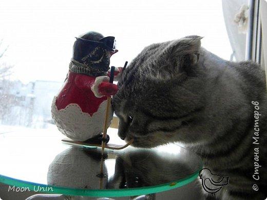 Вот такой у меня получился задорный снеговик-лыжник) Основа фигурки - лампочка. фото 10