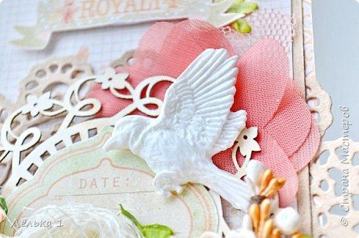 Всем привет! Еще весенняя открыточка в крафтово-персиковых оттенках с птичкой. Материалы: скрапбумага Прима, сизаль, птичка из пластика, вырубка, чипборд, кружево, цветы бумажные, шифоновые и из фома, граненые камешки, дотсы. фото 2
