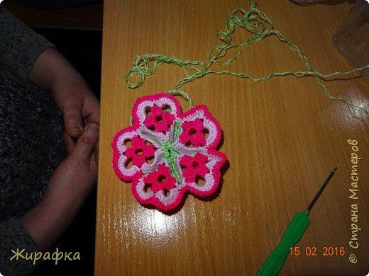Вяжем цветок-интригу... фото 9