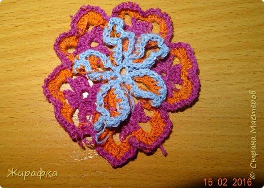 Вяжем цветок-интригу... фото 12