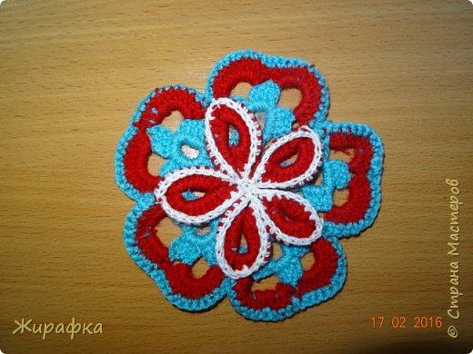 Вяжем цветок-интригу... фото 19