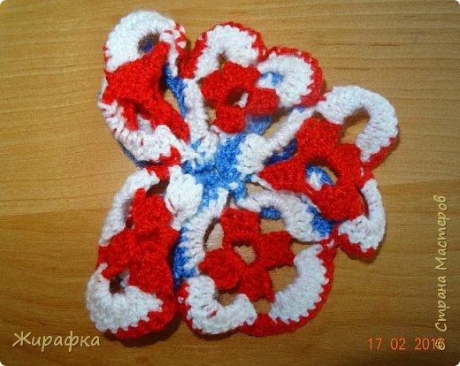 Вяжем цветок-интригу... фото 22