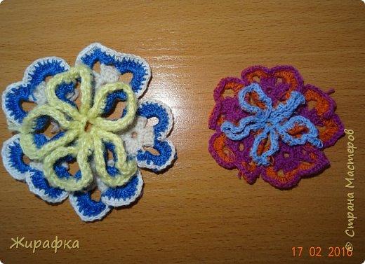 Вяжем цветок-интригу... фото 24